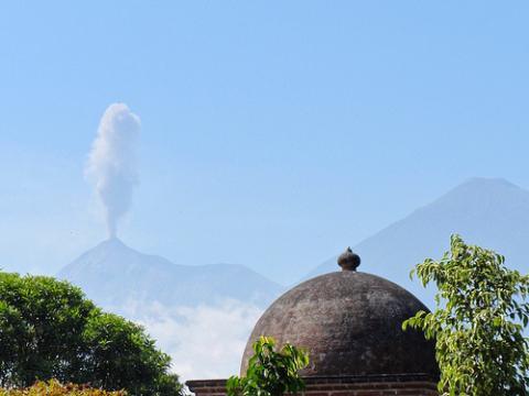 volcanes-guatemala.jpg